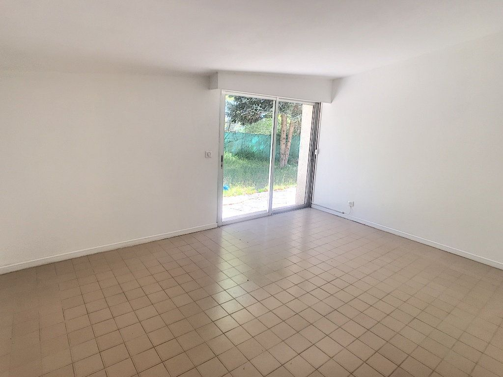 Maison à louer 4 140.33m2 à Roquefort-les-Pins vignette-6