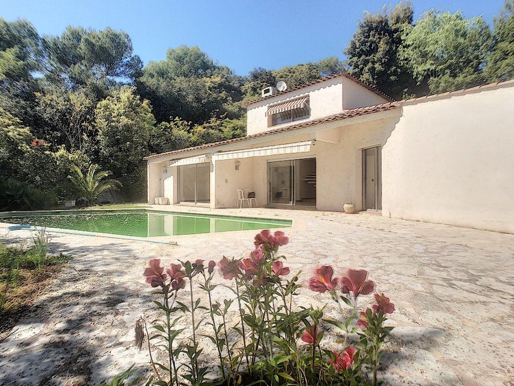 Maison à louer 4 140.33m2 à Roquefort-les-Pins vignette-8