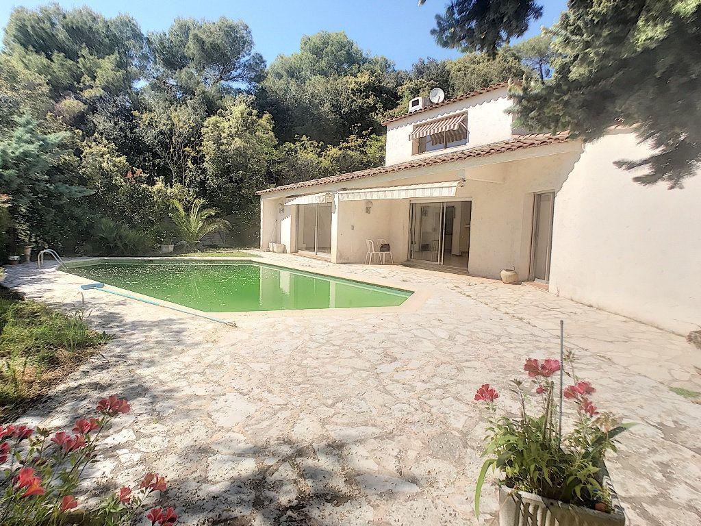 Maison à louer 4 140.33m2 à Roquefort-les-Pins vignette-10