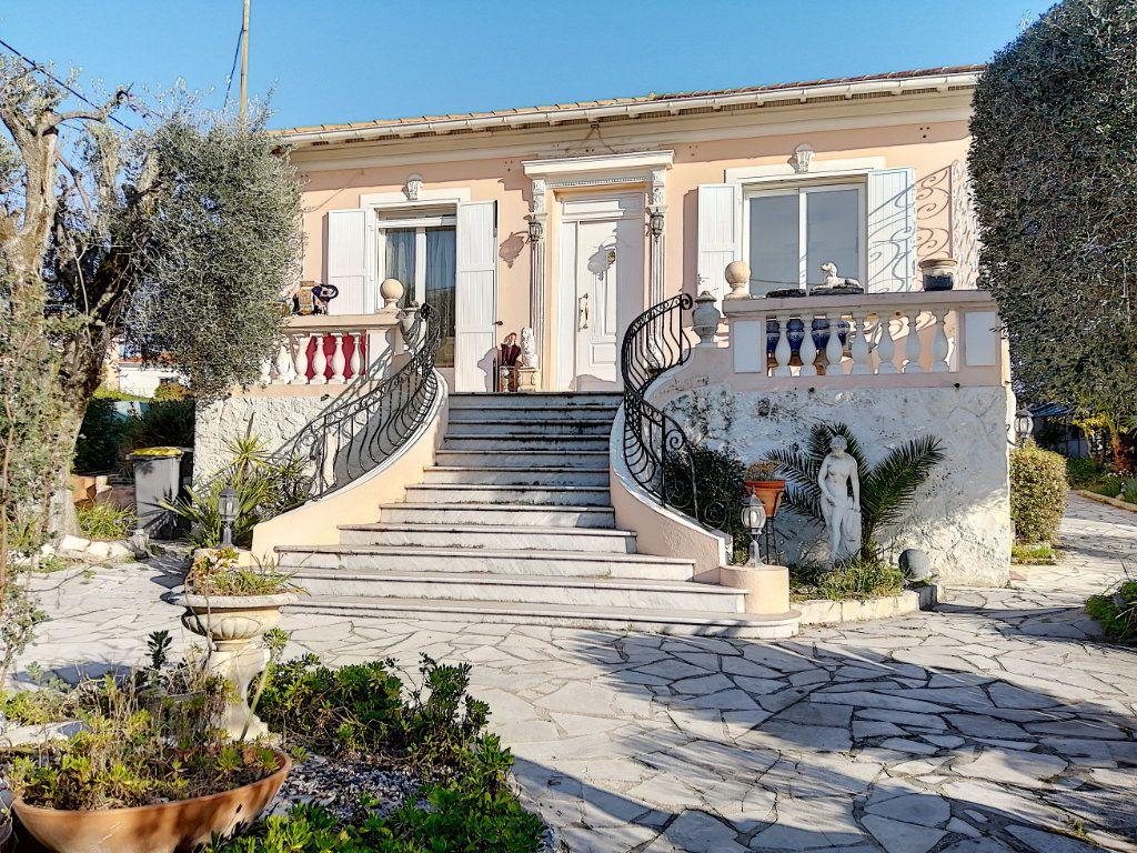 Maison à vendre 7 223.76m2 à Cagnes-sur-Mer vignette-1