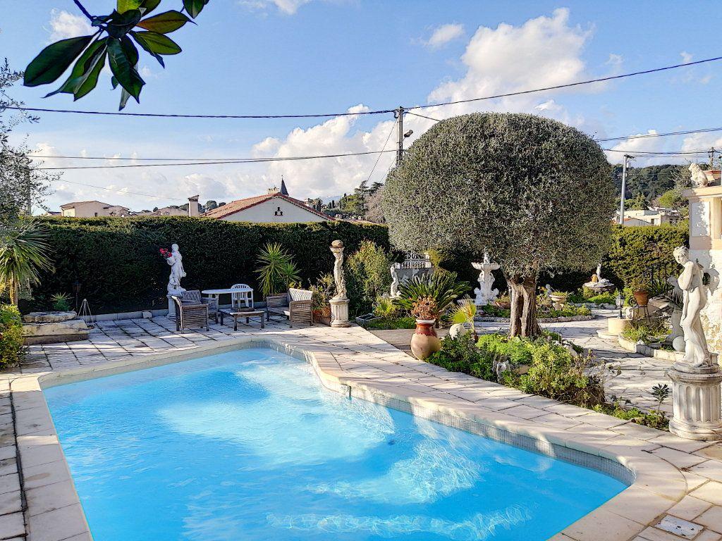 Maison à vendre 7 223.76m2 à Cagnes-sur-Mer vignette-2