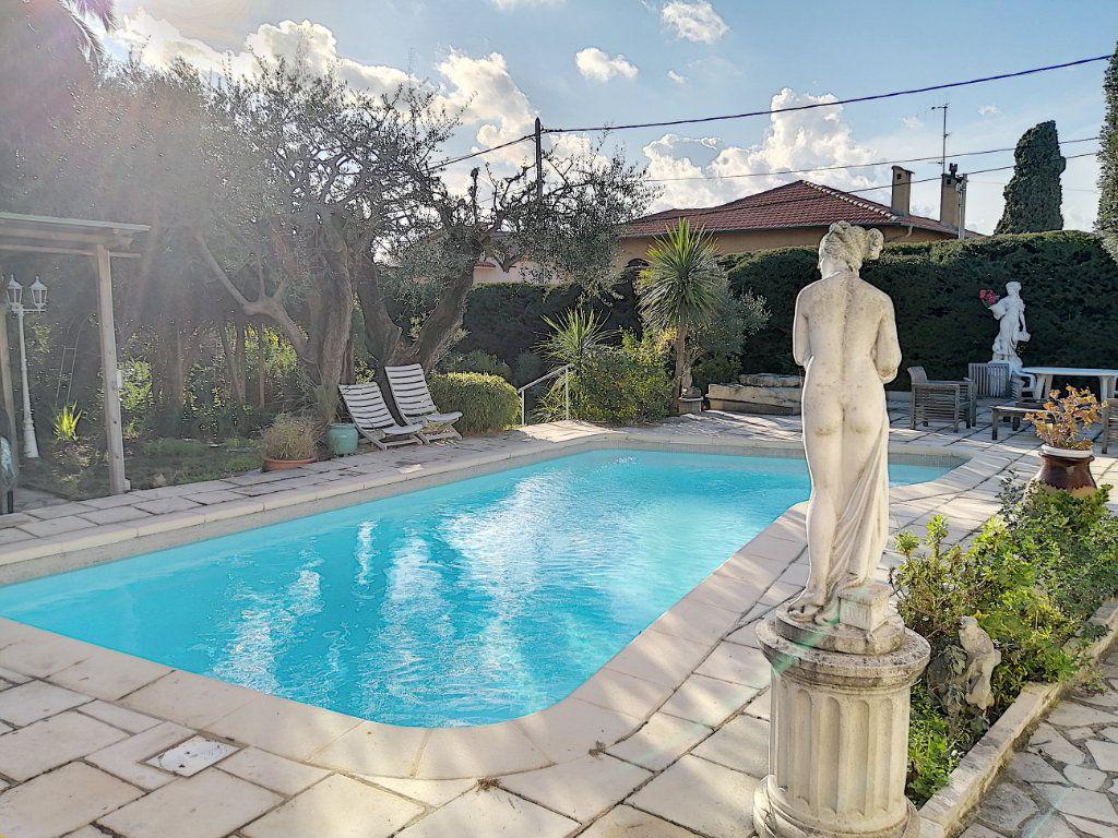 Maison à vendre 7 223.76m2 à Cagnes-sur-Mer vignette-3