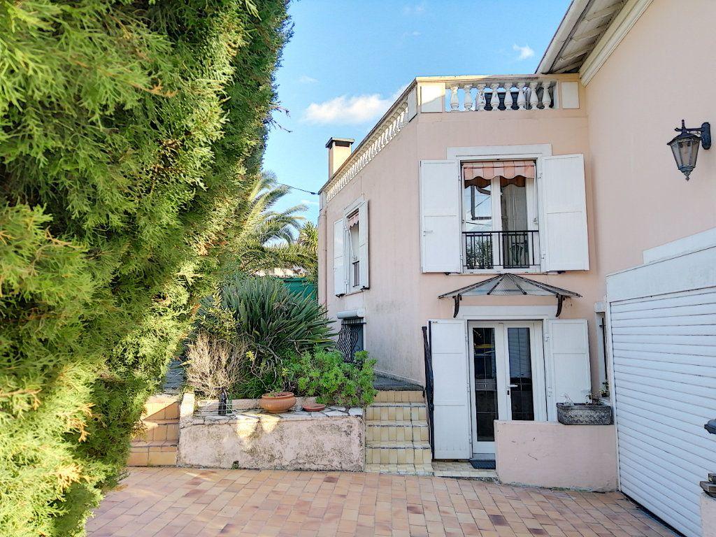 Maison à vendre 7 223.76m2 à Cagnes-sur-Mer vignette-4