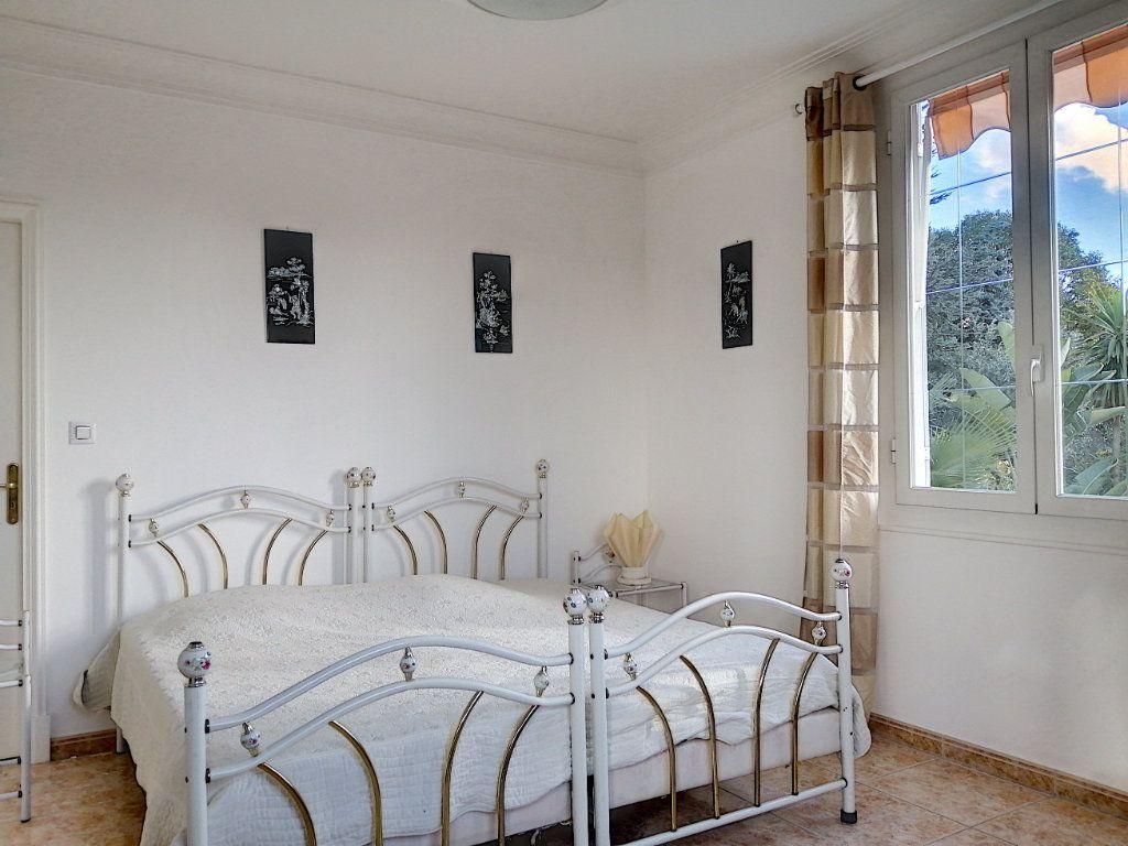 Maison à vendre 7 223.76m2 à Cagnes-sur-Mer vignette-8