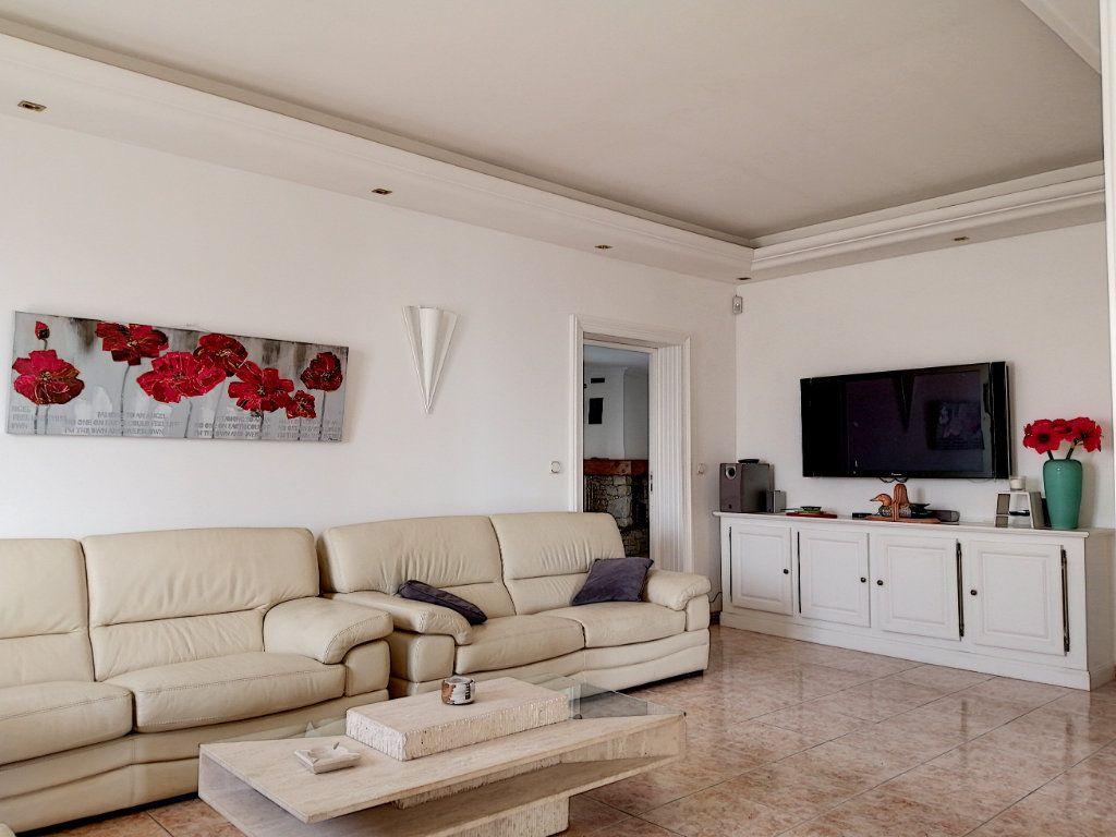 Maison à vendre 7 223.76m2 à Cagnes-sur-Mer vignette-10