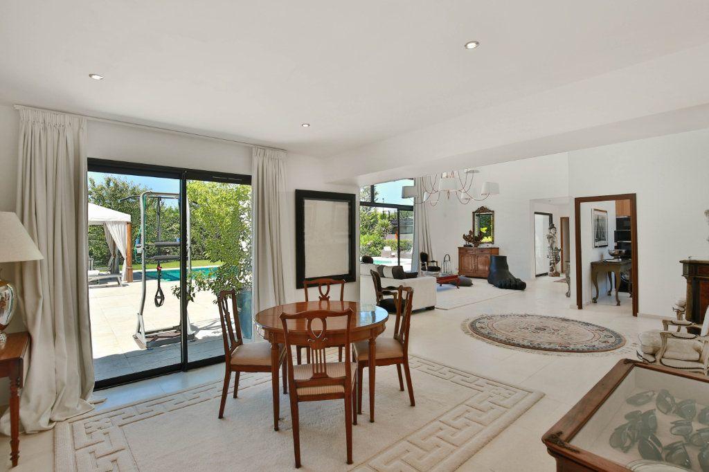Maison à vendre 7 230m2 à Roquefort-les-Pins vignette-3