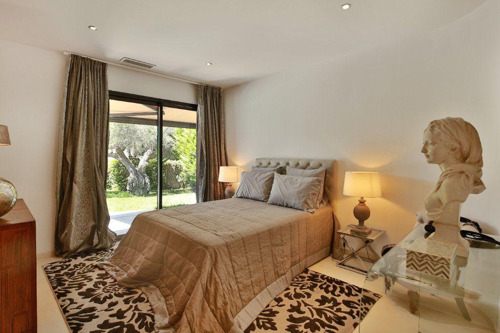 Maison à vendre 7 230m2 à Roquefort-les-Pins vignette-11