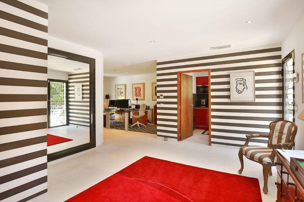 Maison à vendre 7 230m2 à Roquefort-les-Pins vignette-13