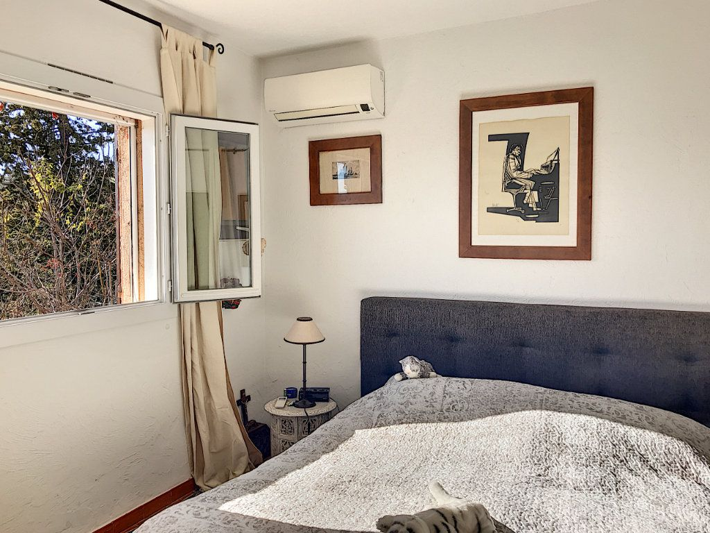 Maison à vendre 8 245m2 à Le Rouret vignette-16
