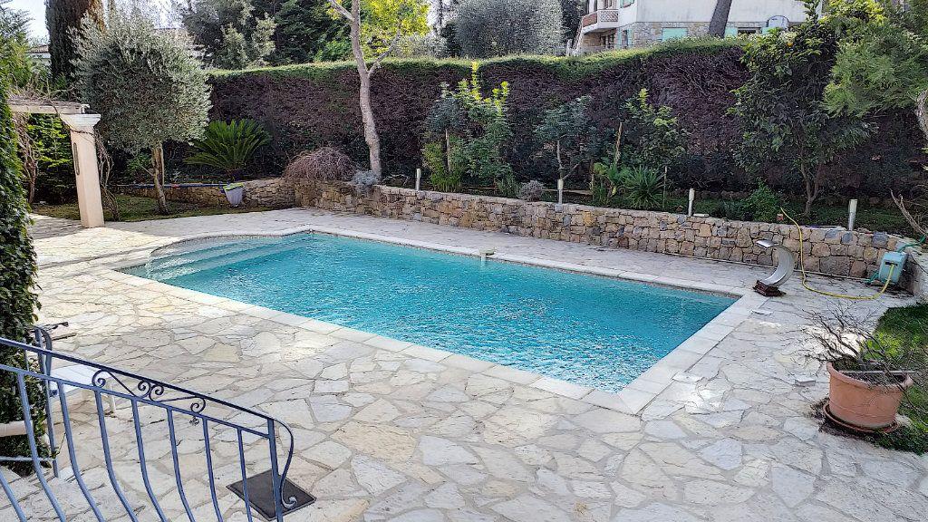 Maison à vendre 6 150m2 à Roquefort-les-Pins vignette-2