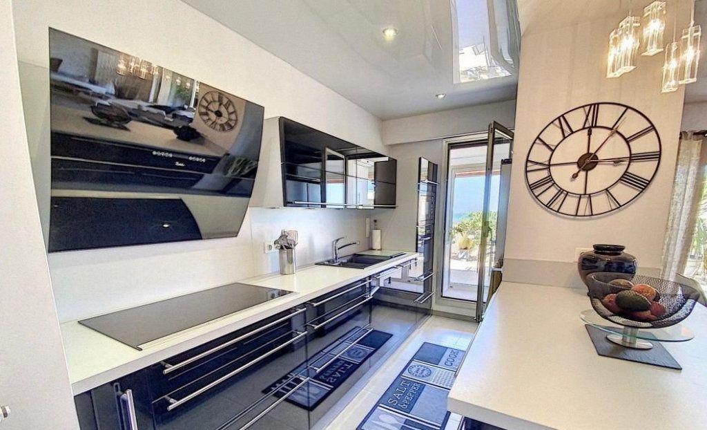 Appartement à vendre 4 103m2 à Antibes vignette-3