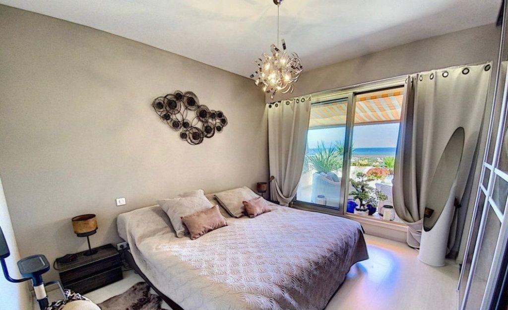 Appartement à vendre 4 103m2 à Antibes vignette-4
