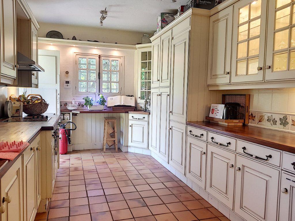 Maison à vendre 4 199.8m2 à Roquefort-les-Pins vignette-8