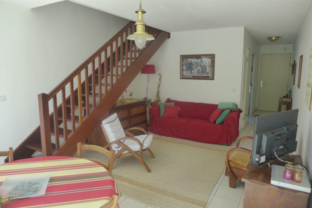 Appartement à louer 3 69m2 à Anglet vignette-2