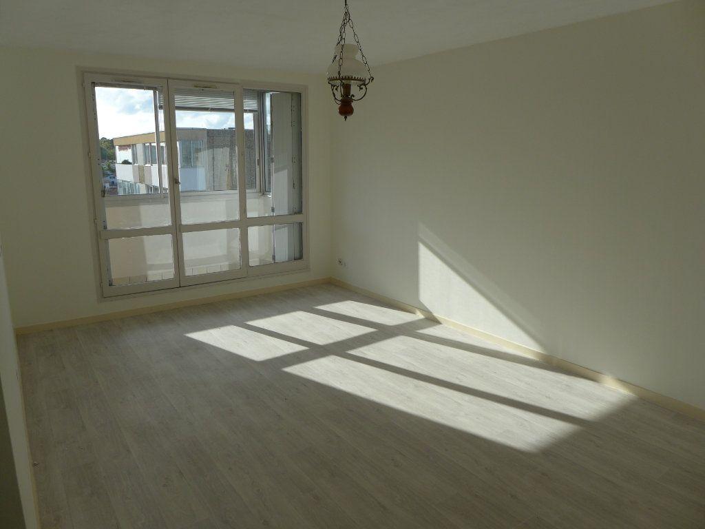 Appartement à louer 3 61.08m2 à Anglet vignette-1