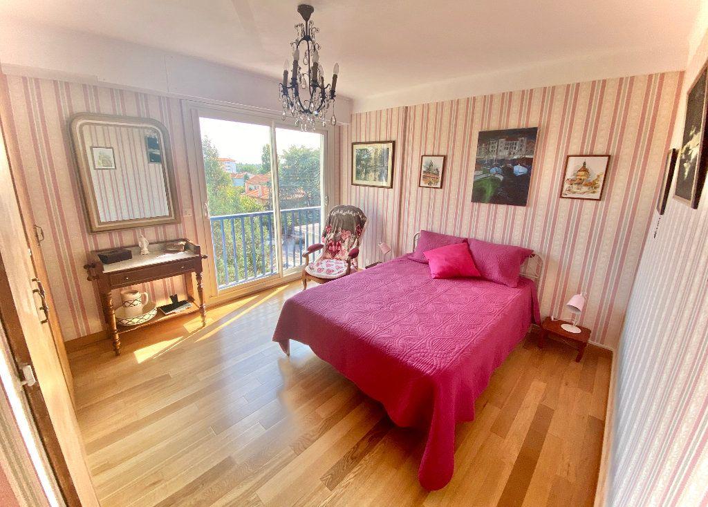 Appartement à vendre 5 121.89m2 à Biarritz vignette-3