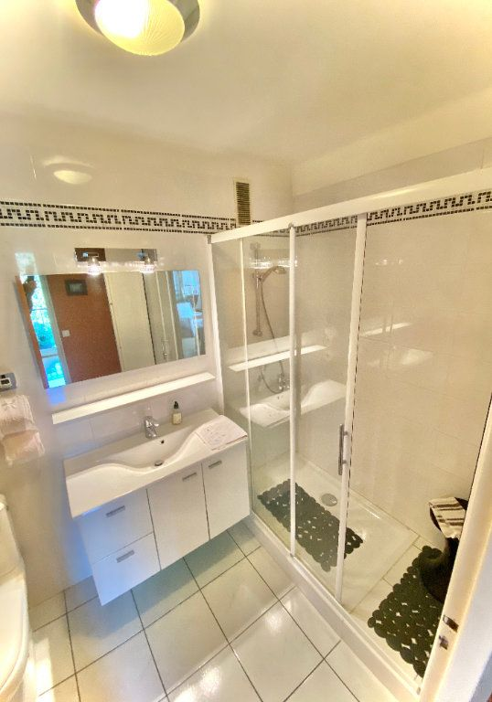 Appartement à vendre 5 121.89m2 à Biarritz vignette-5