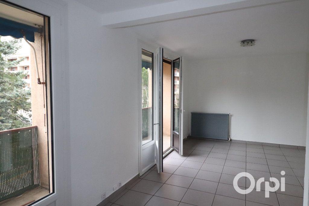 Appartement à louer 3 68m2 à Carnoux-en-Provence vignette-2