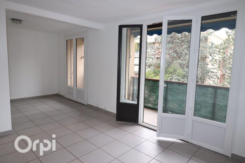 Appartement à louer 3 68m2 à Carnoux-en-Provence vignette-3