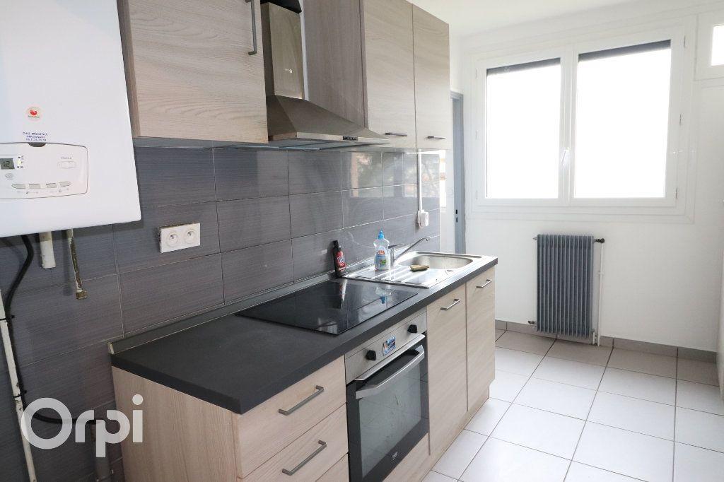 Appartement à louer 3 68m2 à Carnoux-en-Provence vignette-4