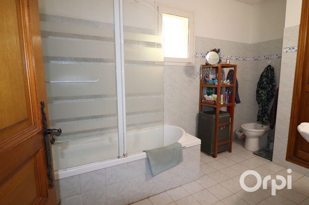 Maison à vendre 4 124m2 à Gémenos vignette-5