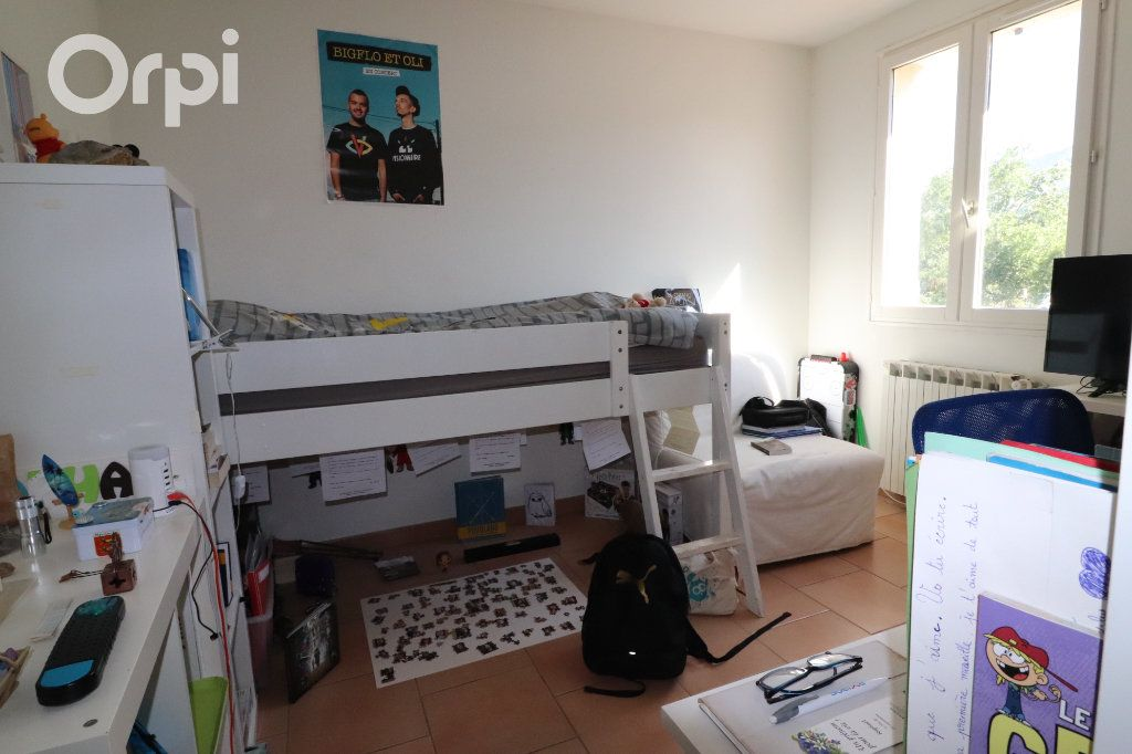 Maison à vendre 4 124m2 à Gémenos vignette-6