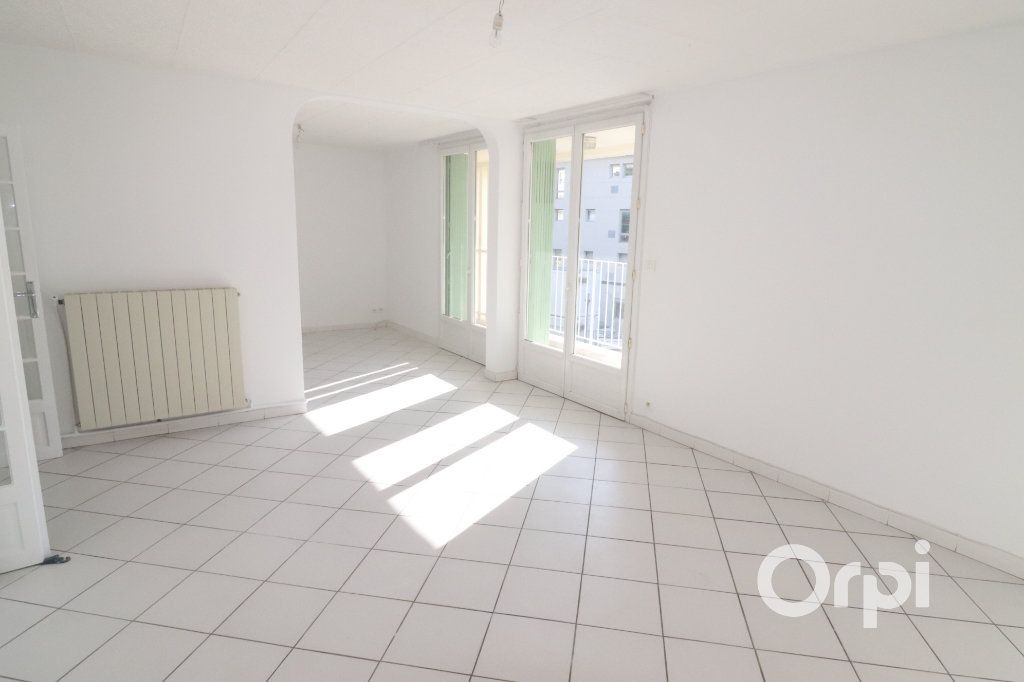 Appartement à louer 4 82m2 à La Ciotat vignette-3