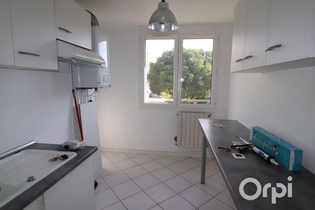 Appartement à louer 4 82m2 à La Ciotat vignette-4
