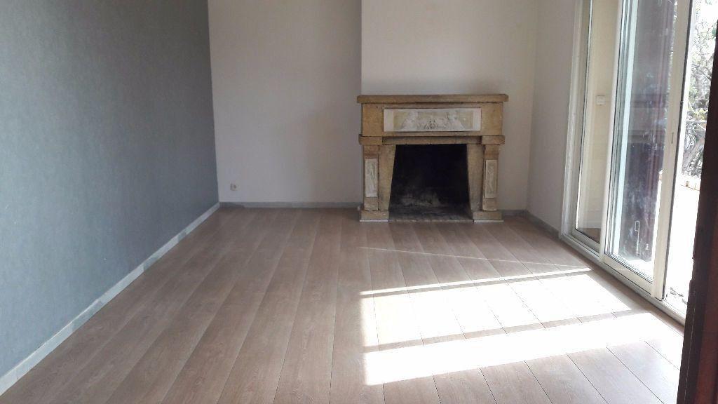 Appartement à louer 4 96.77m2 à Marignane vignette-2
