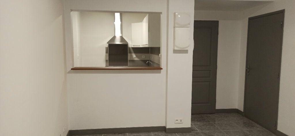 Appartement à louer 1 24.79m2 à Marignane vignette-1