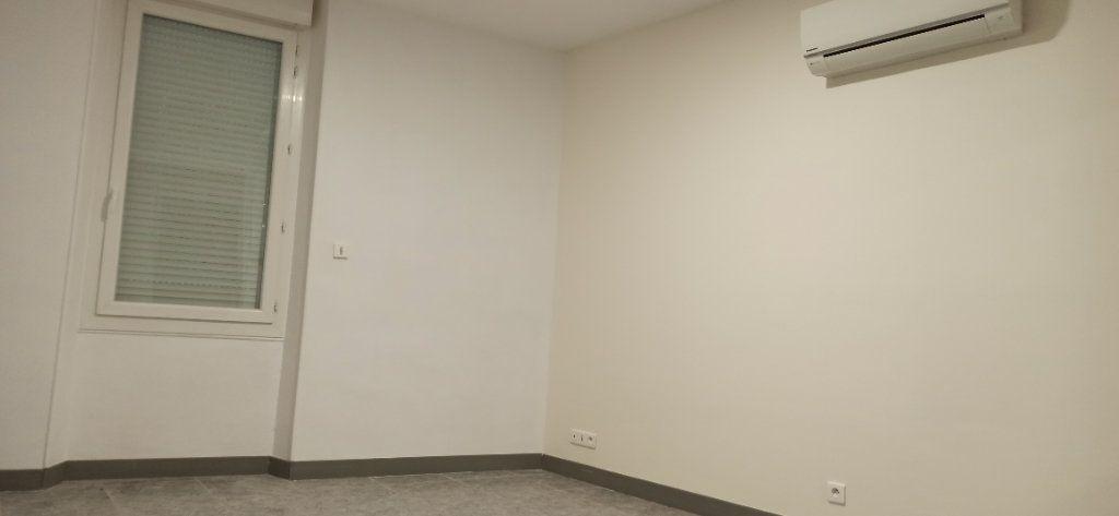 Appartement à louer 1 24.79m2 à Marignane vignette-3