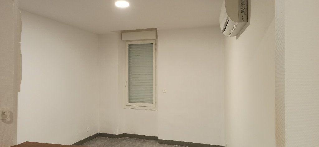 Appartement à louer 1 24.79m2 à Marignane vignette-4