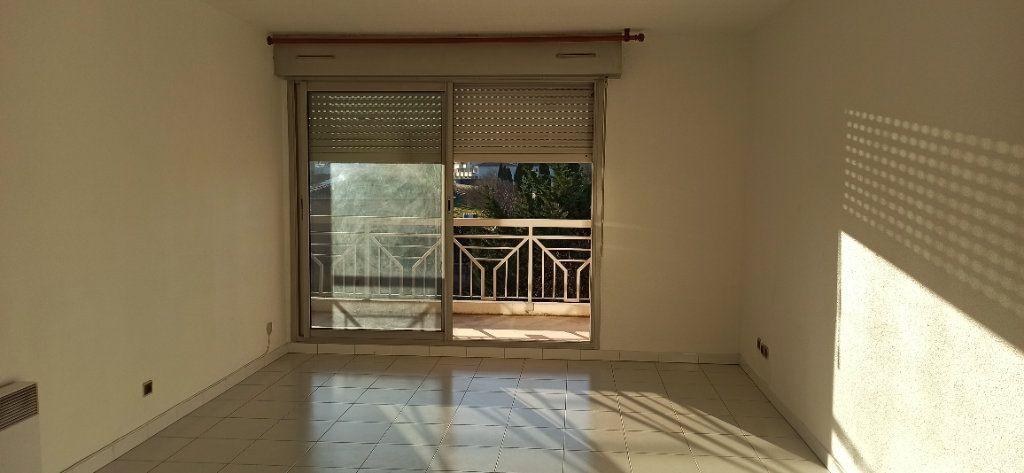 Appartement à louer 2 53.06m2 à Marignane vignette-2