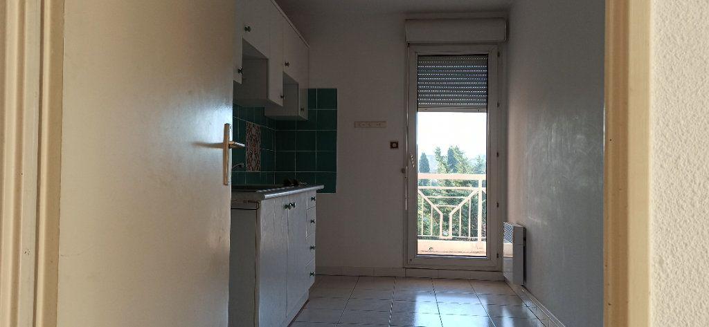 Appartement à louer 2 53.06m2 à Marignane vignette-3