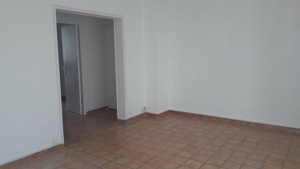 Appartement à louer 3 63.65m2 à Marignane vignette-1