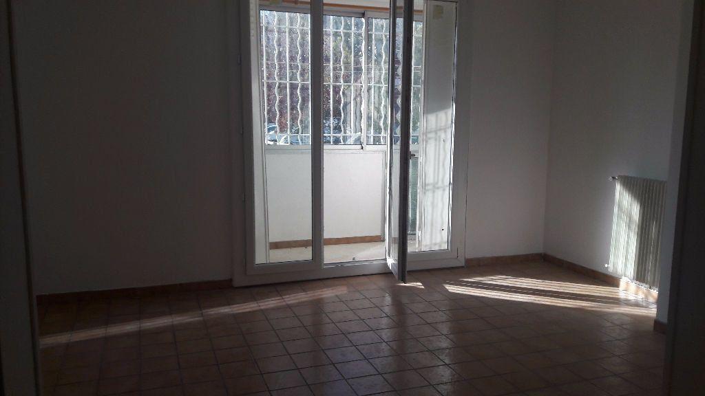 Appartement à louer 3 63.65m2 à Marignane vignette-2