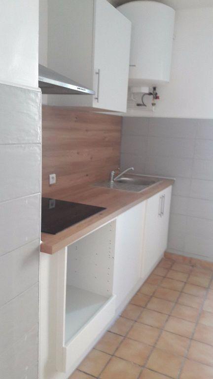 Appartement à louer 3 63.65m2 à Marignane vignette-4