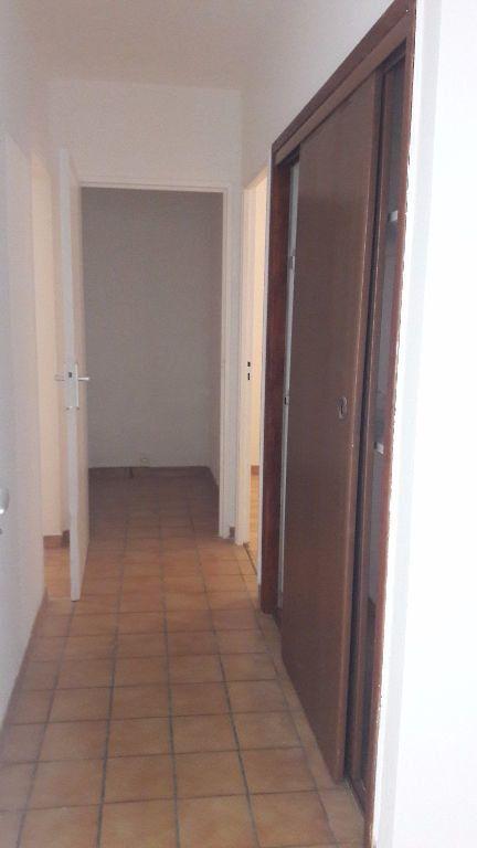 Appartement à louer 3 63.65m2 à Marignane vignette-5