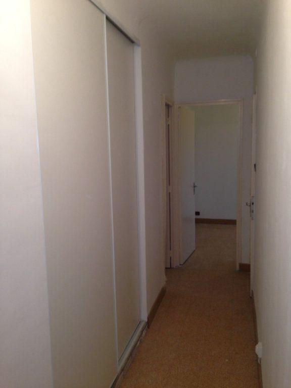 Appartement à louer 3 70.78m2 à Bouc-Bel-Air vignette-2
