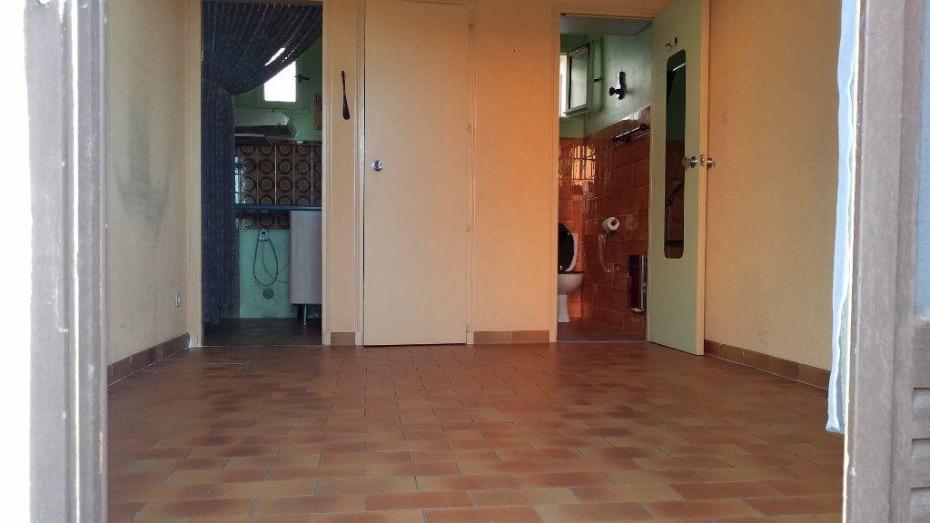Appartement à louer 2 26m2 à Marignane vignette-2
