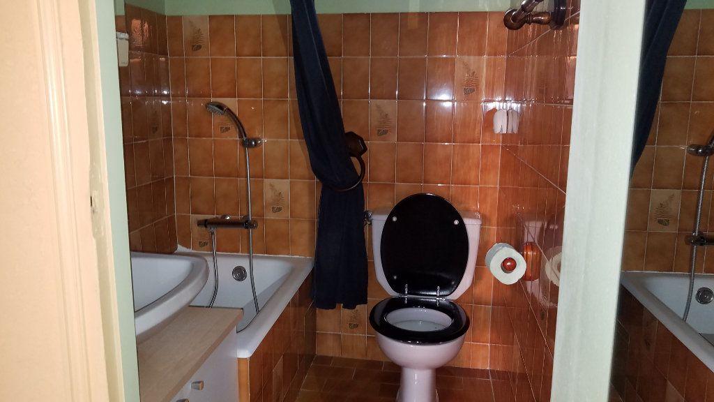 Appartement à louer 2 26m2 à Marignane vignette-3