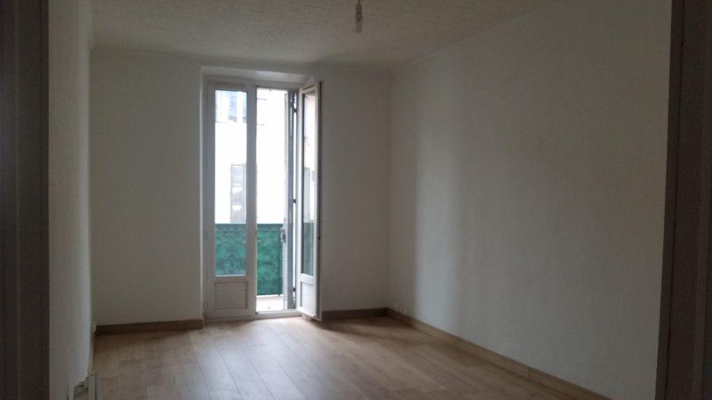 Appartement à louer 3 47.21m2 à Marignane vignette-2
