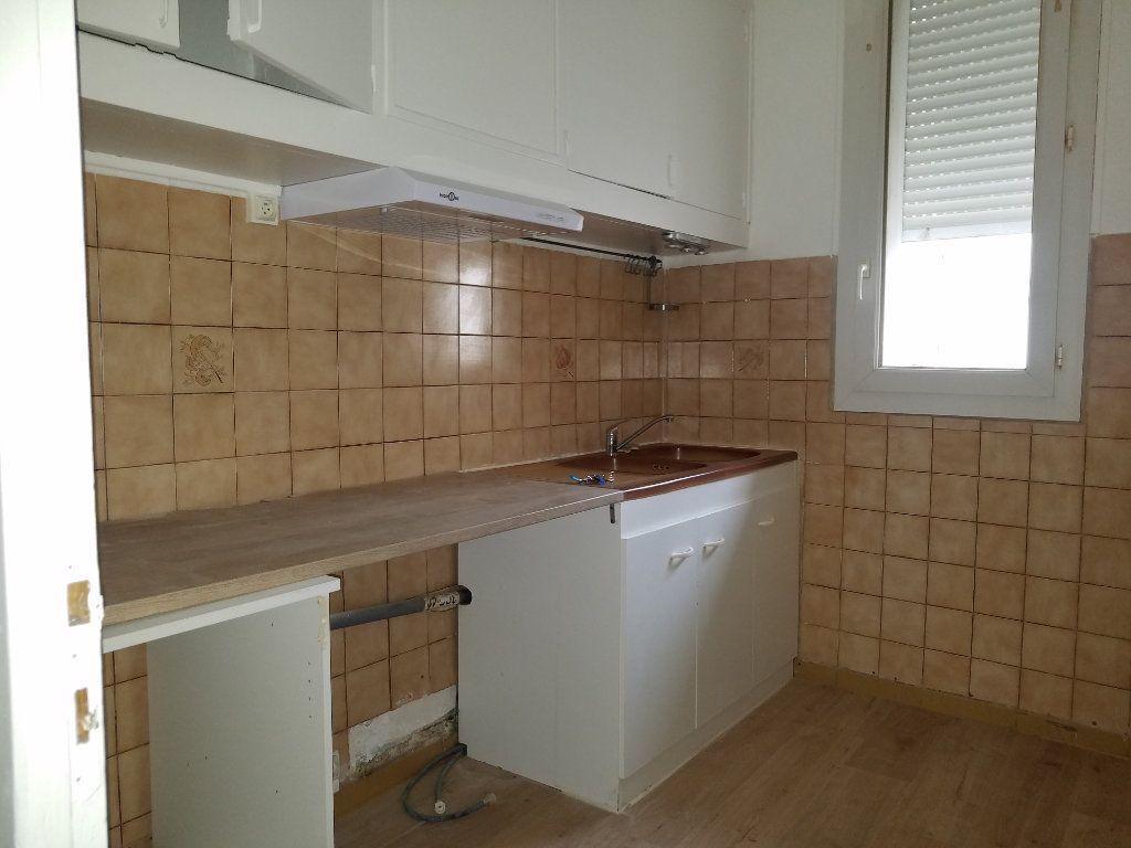 Appartement à louer 3 47.21m2 à Marignane vignette-3