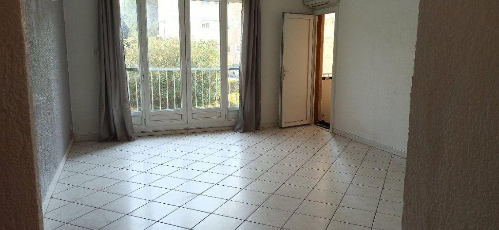Appartement à louer 3 60.59m2 à Marignane vignette-1