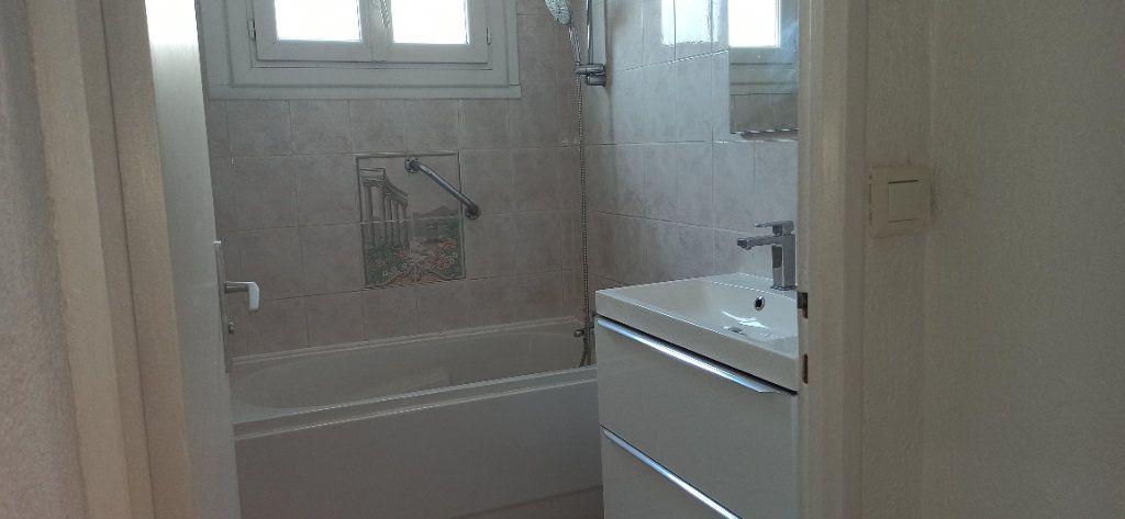 Appartement à louer 3 60.59m2 à Marignane vignette-2