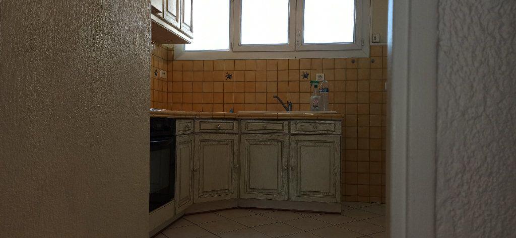 Appartement à louer 3 60.59m2 à Marignane vignette-3