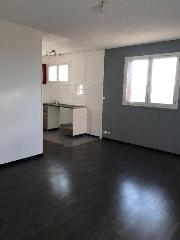 Appartement à louer 3 45.11m2 à Marignane vignette-2