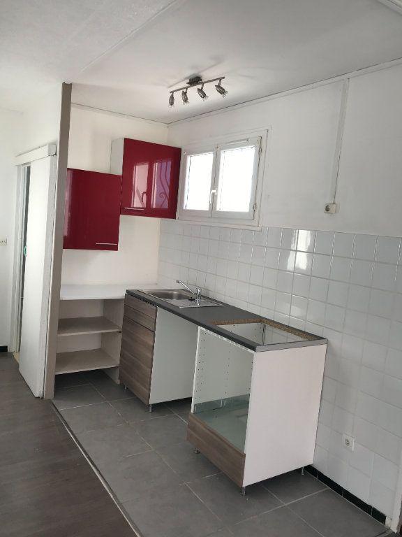 Appartement à louer 3 45.11m2 à Marignane vignette-3