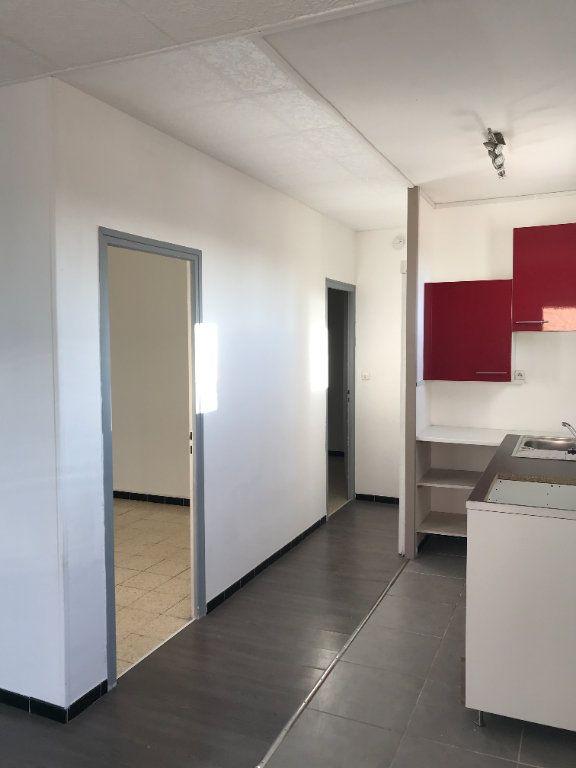 Appartement à louer 3 45.11m2 à Marignane vignette-4