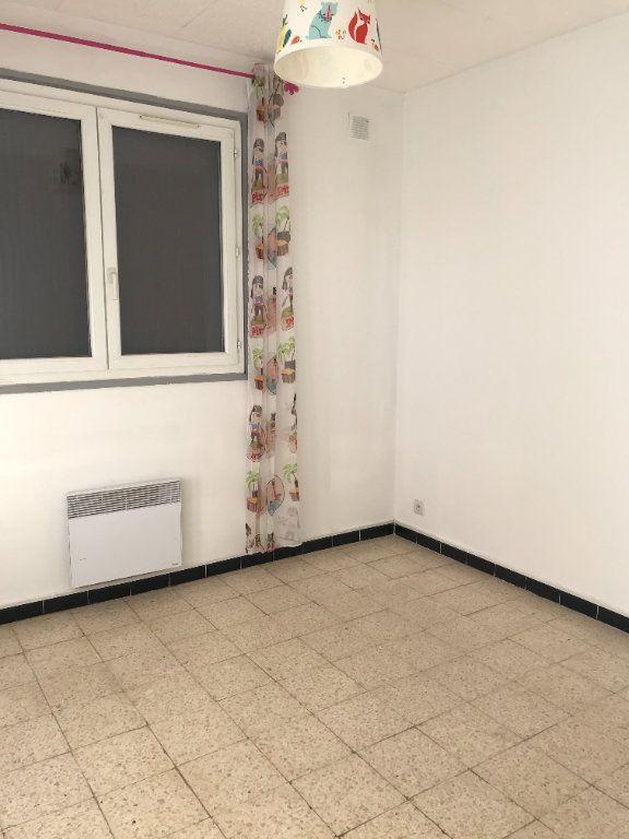 Appartement à louer 3 45.11m2 à Marignane vignette-5